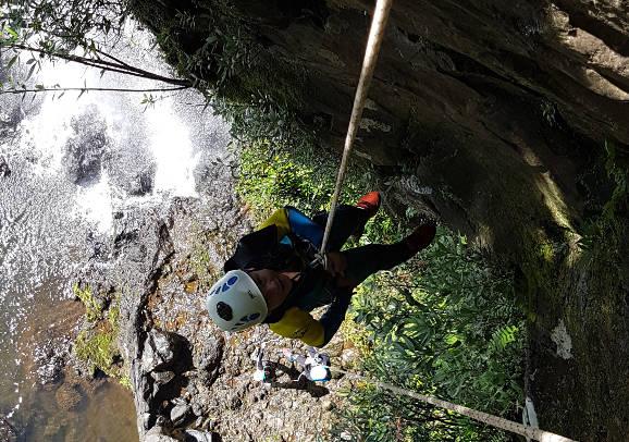 Initiation au canyoning à la Réunion dans la rivière Sainte Suzanne